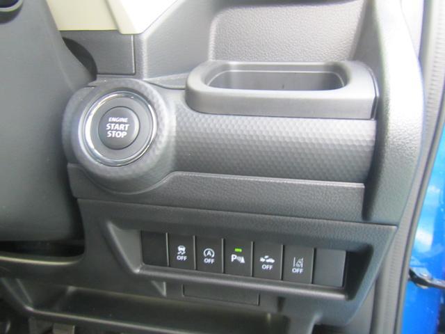 運転席ドリンクホルダー。ブレーキペダルを踏んでエンジンスイッチを押せばエンジンが始動するキーレスプッシュスタートシステム!