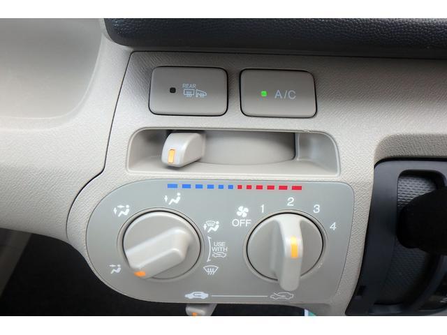 シンプルなスイッチ類で操作しやすいですね♪ミラーヒーター搭載☆