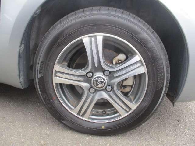 社外アルミホイールの画像です。タイヤサイズは165/70R14