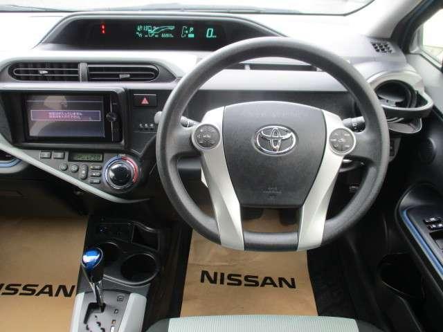 お待ちしていました!4枚目の画像です。アクアの運転席周りの画像です。興味がわいて来ませんか?ゆっくり、じっくりご覧下さい。