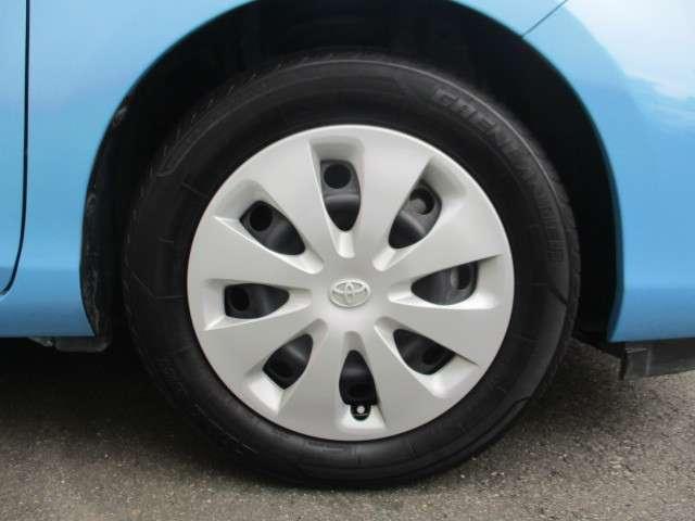 純正ホイールキャップの画像です。タイヤサイズは175/65R15