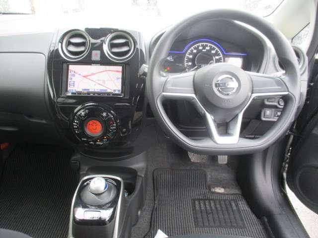 お待ちしていました!4枚目の画像です。ノートe-POWERの運転席周りの画像です。興味がわいて来ませんか?ゆっくり、じっくりご覧下さい。