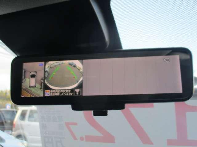 後席の人にも荷物にもジャマされず、視界がくっきり。スマートルームミラー付です。