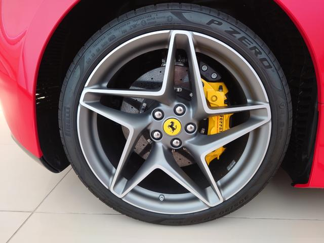 フェラーリ F8トリブート