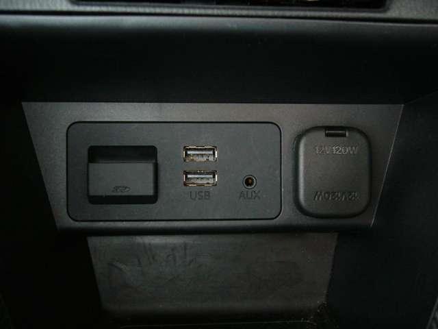 Bluetooth、USBと多彩なソースに対応、便利にご利用いただけます。