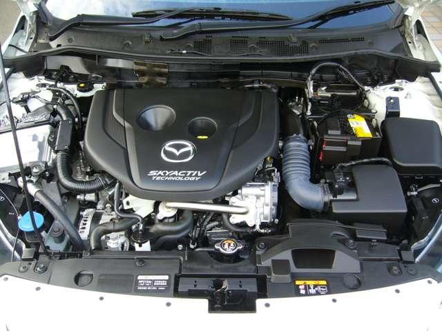 2.5リッターのガソリンエンジン並みのトルクと遠くへ足を伸ばしたくなる様な燃費性能 この環境性能だけじゃなく走りも楽しめるSKYACTIV-D1.5搭載車 もちろん「スマートシティブレーキサポート」付です。