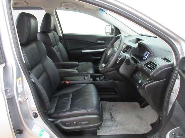 運転席シートには電動パーワーシートを採用★シート前後のスライド・リクライニングの角度、高さを電動で調整可能です★しかも全席レザーシートになります。