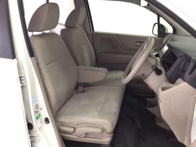 ゆったり座ることの出来る運転席