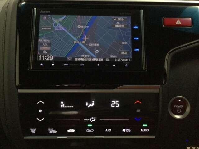 ナビゲーションはフルセグTV、インターナビ対応のGathersVXM-145VFiを搭載。エアコンはスマートなタッチパネル式オートエアコンです。