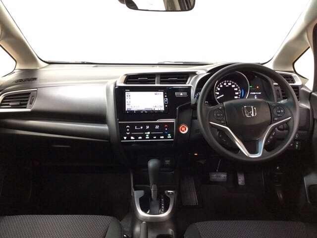 【前方視界】開放的な前方視界!運転がしやすく疲れにくいです♪大きな窓で見晴らしが良く、コンパクトなボディで小柄な方にもとっても運転しやすいおクルマですよ♪