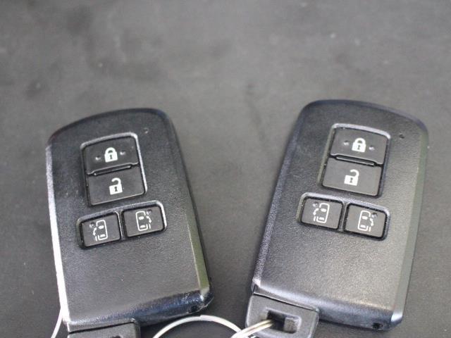 G 両側パワースライドドア CDチューナー スマートキー 3列シート(18枚目)