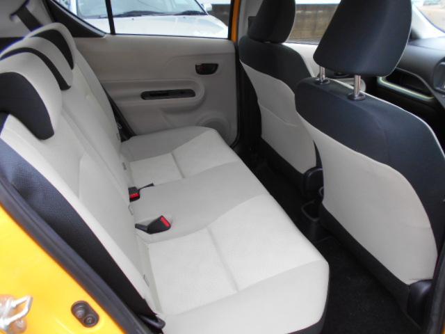 後部座席も意外と広いんですよ。