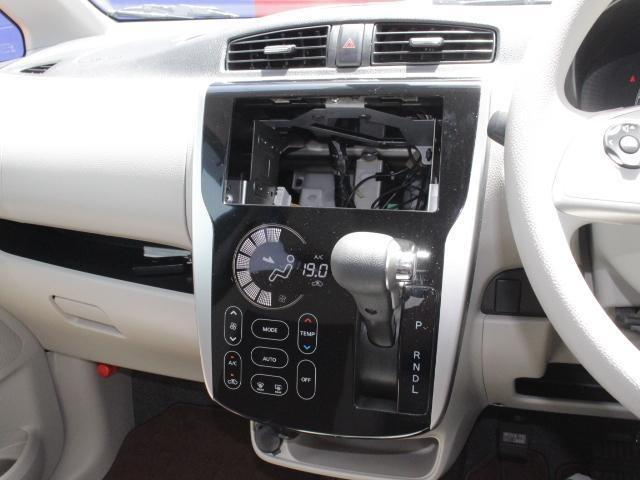 オーディオレス車ですのでお好きなオーディオをお選びください。