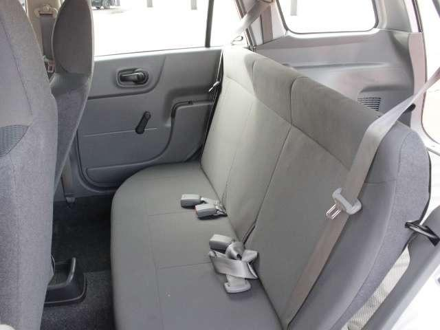 後席の足元も広くゆったり座れます★長時間のドライブもOKです♪
