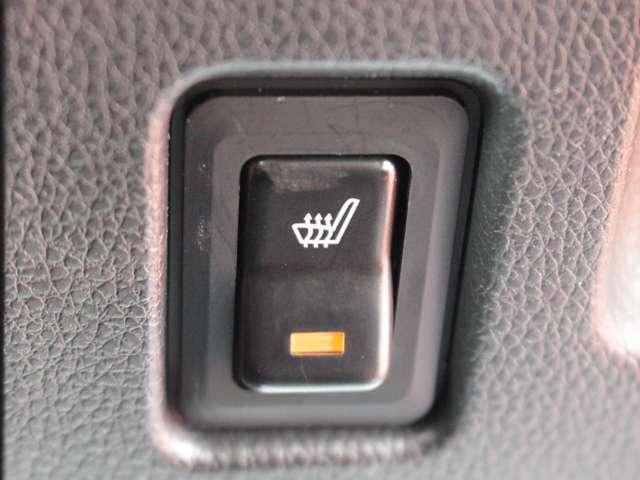 シートヒーターが付いてるので冬の寒い日の運転にも便利ですね。
