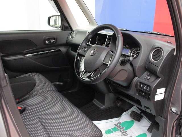 こちらは運転席です。実際に座って頂いて広さを体感してください!