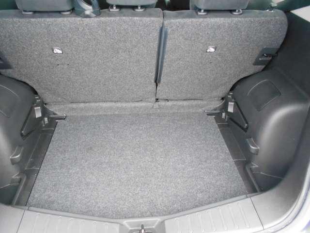 6:4分割可倒式リヤシート 乗車人数に合わせてラゲッジルームをフレキシブルに使うことができます。