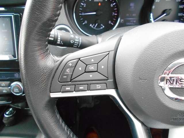 オーディオ操作やメーター内ドライブコンピューターの操作スイッチ