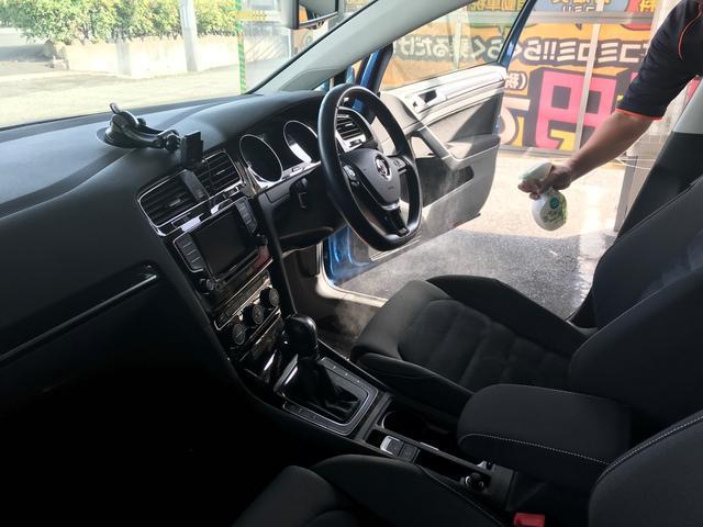 運転席の足元を中心に抗菌・消臭加工を行います!