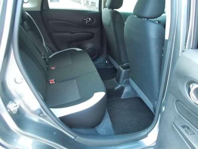 後部座席は90度開くので乗り降りがしやすく便利☆
