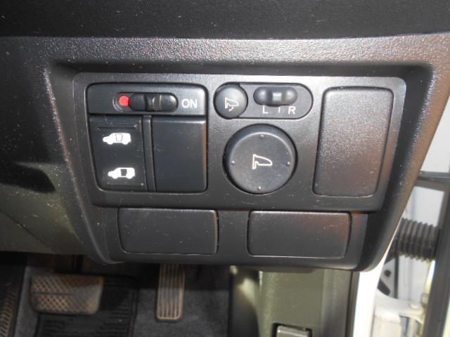 長距離ドライブの必需品!料金所をスムーズ通過できるETCも付いてます。