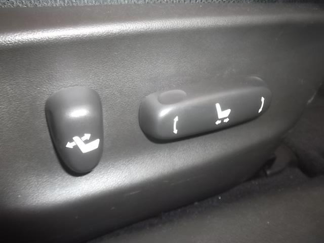 パワーシート装備。シートを無段階調整できるので、体に合った絶妙なポジションをセットできます。シートポジションを少し動かすだけで疲労感が違うんですよ。独自ローン有ります!0120-19-1190♪