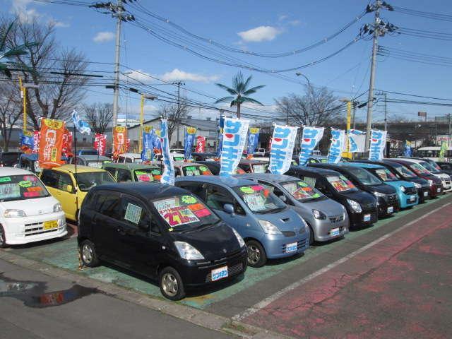 お安めのコンパクト、ハイブリッド、セダンを中心に常時300台以上の現車ご確認が可能です。お気軽にご来店下さい。