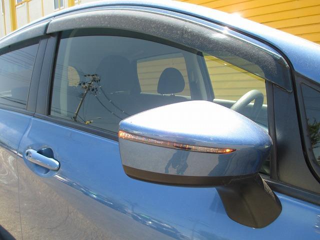 ドアミラーウィンカー付。見た目もいいんですが、周りの車に「ウィンカー&ハザード」をアピールする安全装備でもあります。歩行者からも見やすく、右左折時の事故防止にも役立ちます!