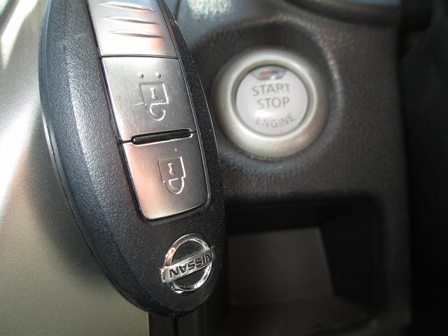 キーを差し込まなくてもエンジン始動出来るスマートキーシステムも装備!