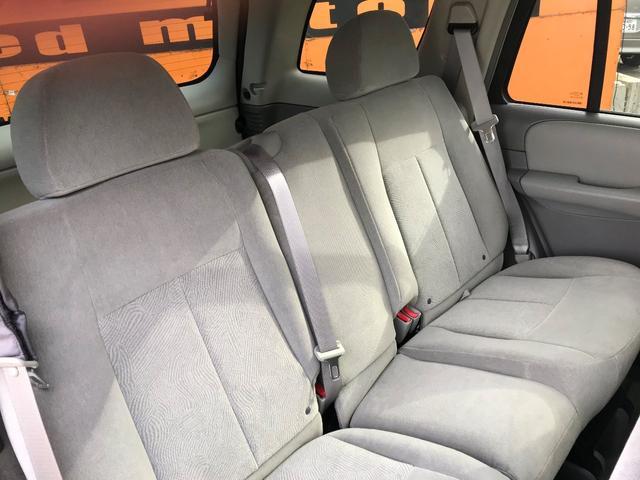 子供たちも安心して乗れるキレイな車内に・・・、そんな気持ちを込めてクリーニングしています。