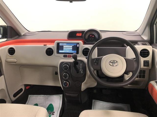 シンプルな運転席。運転は軽いハンドル回しで快適なドライブを楽しめます