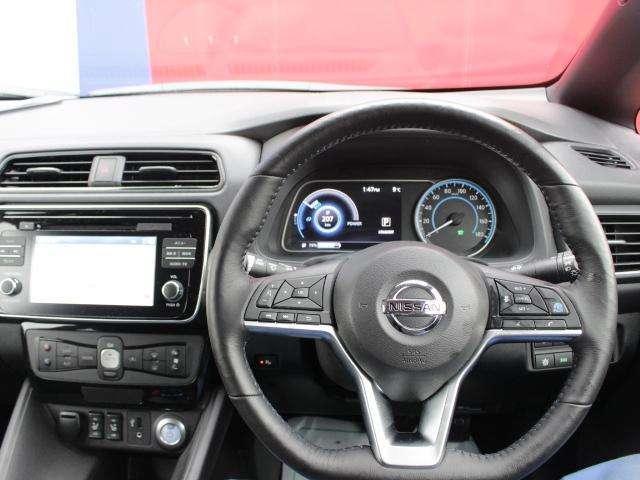 運転席に座った雰囲気はこのような感じです。かっこいいですね! いままでにはない雰囲気