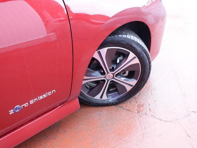 タイヤサイズは215/50R17