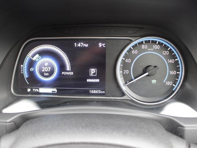ガソリン車とは違う電気自動車ならではの独特なデザインメーター