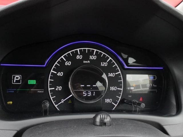 日産のメーター走行中自然と視野に入る位置に設定されているため、運転を楽しみながら身構えることなくドライブできます。