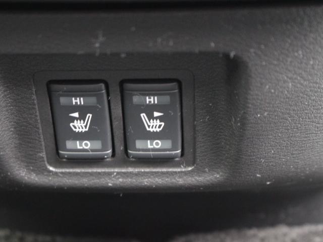 運転席にも助手席にもシートヒーターが付いているので寒くなっても安心