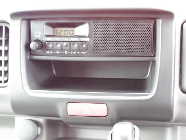 ラジオ付き。付属品も純正はもちろん、社外品のご相談も承ります!