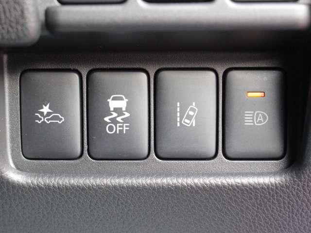 エマージェンシーブレーキは、約10〜80km/hの範囲で作動します。約30km/h以下で衝突回避の能力があります。