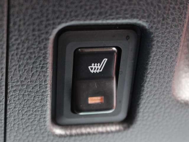 スイッチONで座面が温まる運転席ヒーター付きシートを装備。始動時の室内上昇が速いので冬季のお出かけを快適にします。