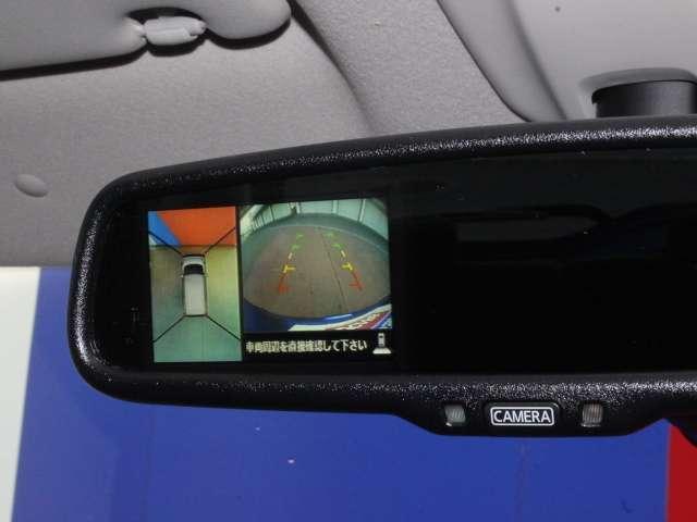 インテリジェントルームミラーは車両後方のカメラ映像をミラー面に映し出すので、クリアな後方視界が得られます。