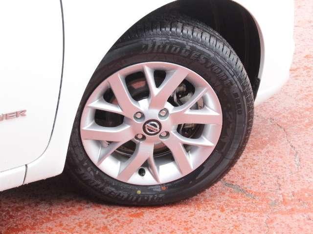 タイヤサイズは185/65R15