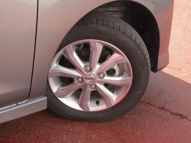 タイヤサイズは155/65R14です。純正アルミ装着です☆