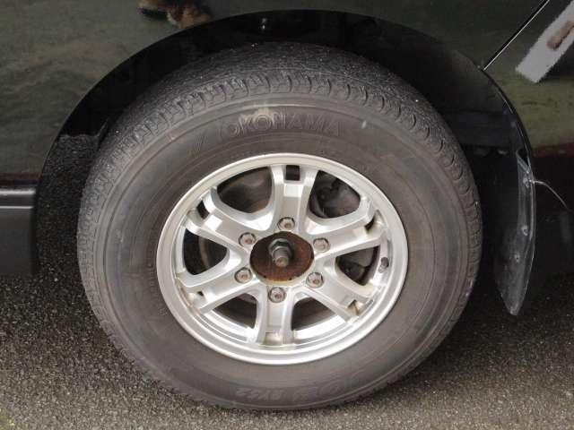 タイヤサイズは195/80R15です♪アルミホイール付きです☆