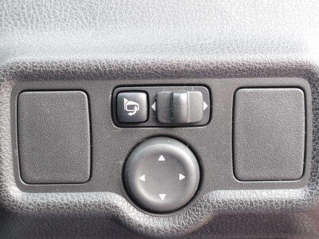 運転席でサイドミラーの簡単調節が可能です♪♪