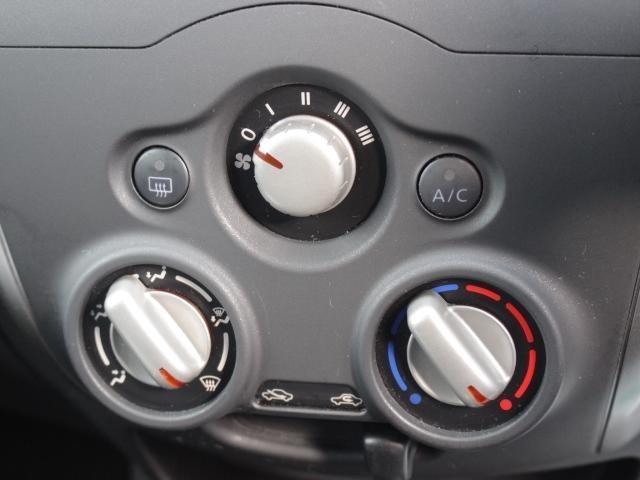 大きなボタンで操作しやすいマニュアルエアコン☆
