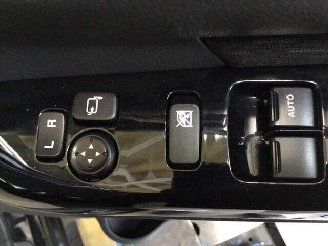 電動格納付きミラースイッチの画像です