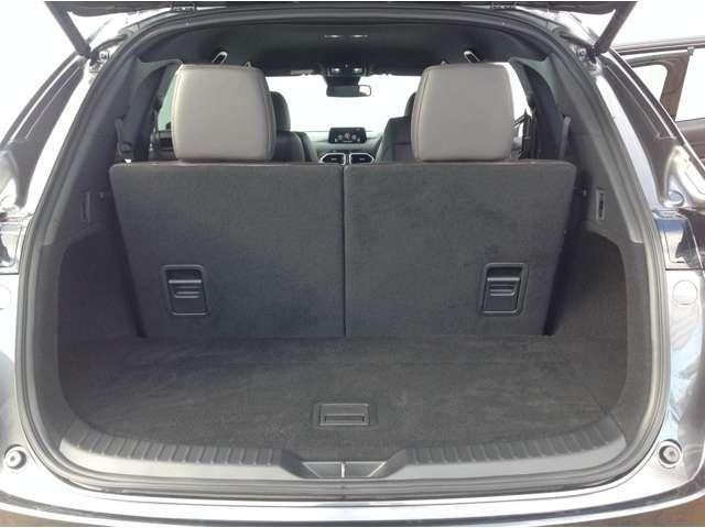 荷室容量は、3列目までの定員乗車時は239L、3列目シートを倒すと572Lを確保。荷室のトランクボード下は307mmの深さを備えたサブトランクもあり、さまざまな用途に対応可能です☆