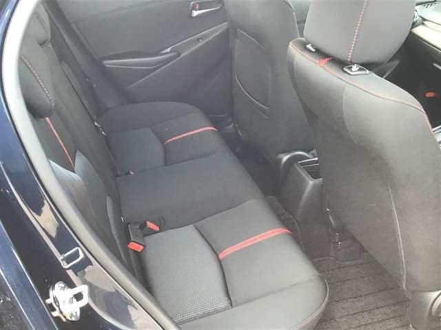 セカンドシートも運転席同様に高密度のウレタンを使用しています。沈み込みが少なく腰への負担が軽減されます