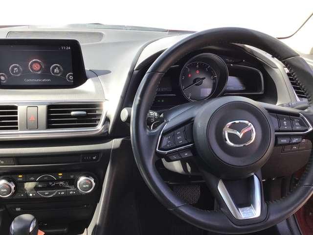 コックピットは『快適・利便情報ゾーン』と『走行情報ゾーン』とに明確に分けられ、ディスプレイやメーターなどの各デバイスが最適な位置に配置されています。