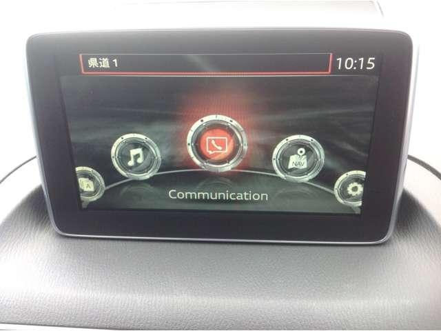 迷うことなく確認や操作できること。マツダコネクトはダッシュボード上に7インチWVGAセンターディスプレイを設置。さらに直感的に操作できるよう運転者が自然に腕を下ろした位置にコマンダーを配置してます